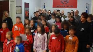 Από τον «κύκλο πνευματικής αφύπνισης» παιδιών του Δημοτικού, στην Αρτέμιδα, το περασμένο Σάββατο. Οι φωτογραφίες αναρτήθηκαν χθες το απόγευμα στην επίσημη ιστοσελίδα της Χρυσής Αυγής